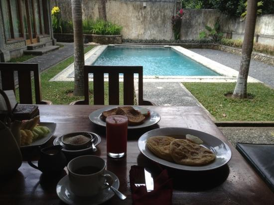 Nefatari Exclusive Villas: breakfast