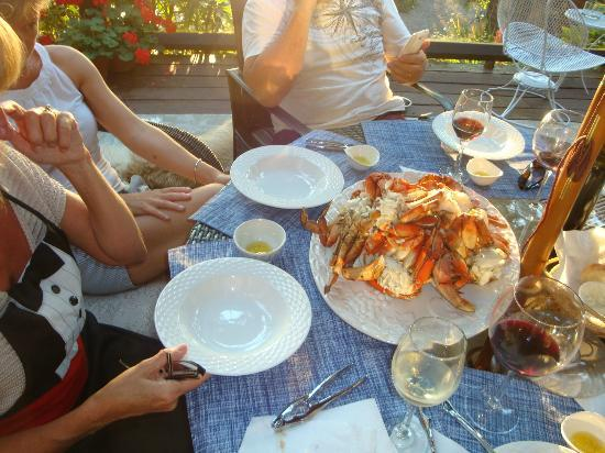 The Tuwanek Hotel: crab feast