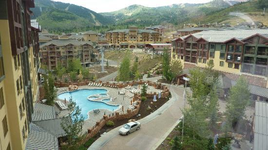 Canyons Grand Summit Hotel: View from front facing room