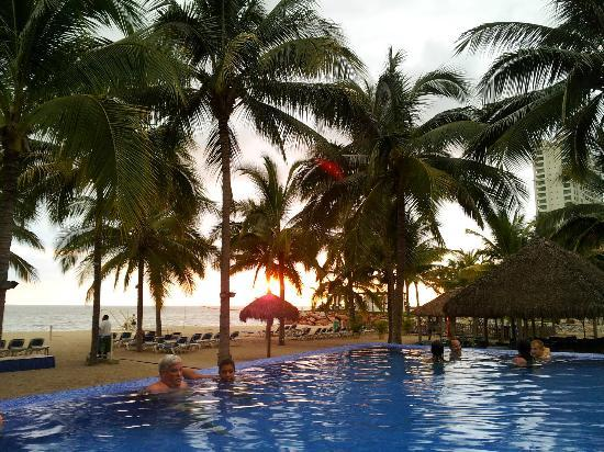 Friendly Vallarta Resort: Adult pool