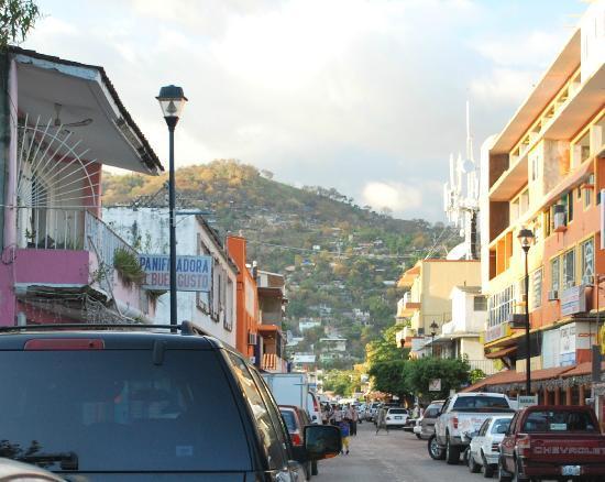Hotel Zihuatanejo Centro: Street level