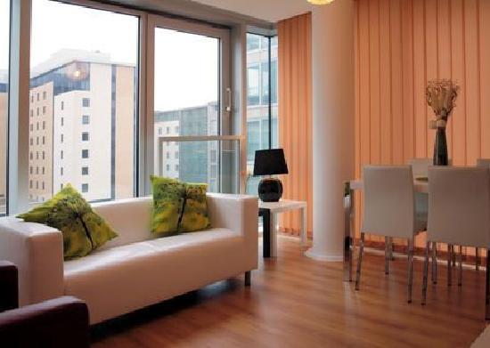 Cotels - The Hub: Hub Living Area