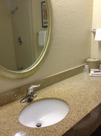 Red Roof Inn San Antonio - Airport : Mirror,Mirror.....