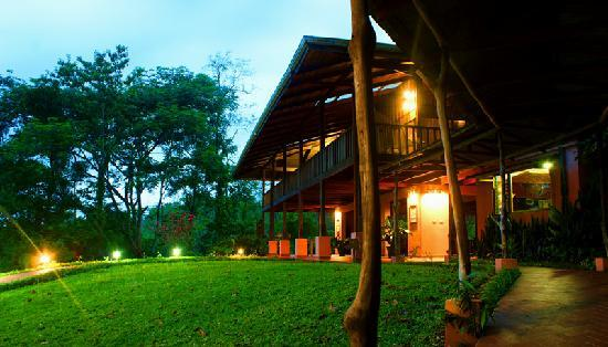 Finca Luna Nueva Lodge: Casa Luna at twilight. A magical place to stay