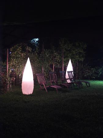 Hotel Langhe: Great outdoor lights 