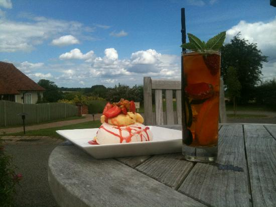 The Crown, Stoke By Nayland: Strawberry pavlova and a glass of pimm's