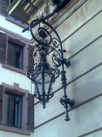 Domaine de Beaupré : Lantern next to the main entrance