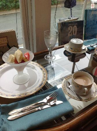 Marquis de Montcalm: So-Called Gourmet Breakfast Service