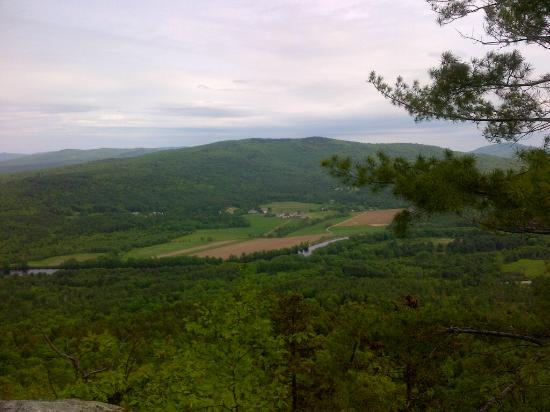 Mount Will Walking Trail : View from North Ledges-Mt. Will looking towards Bethel
