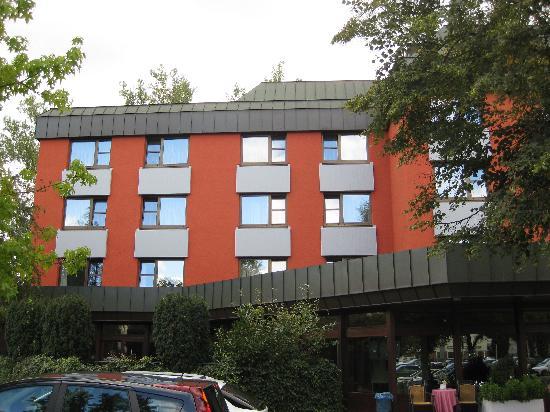 Hotel Fuchsen: Aussenansicht im September 2012