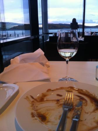 Thon Hotel Kirkenes Restaurant : thnks God for not eating the plate too