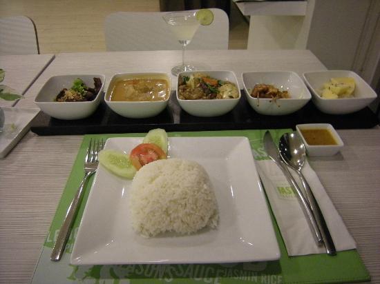 ibis Bangkok Sathorn: Repas de soir très bien et bon.