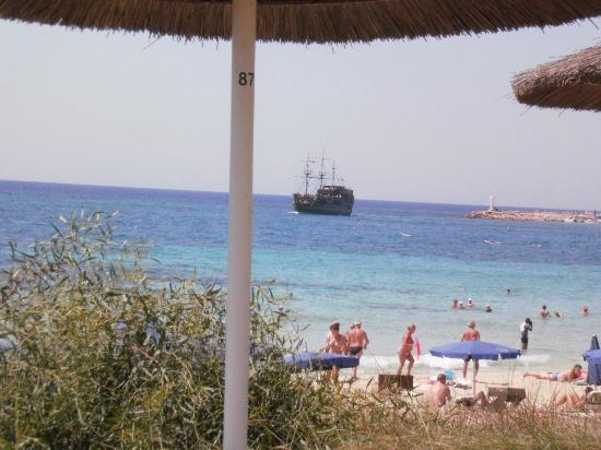 Alion Beach Hotel: view from sun-loungers onto beach