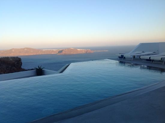 Grace Santorini Hotel: view from breakfast table (7am)