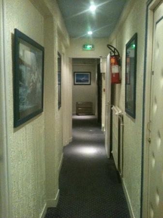 Hotel Faidherbe: Floor 2 Corridor
