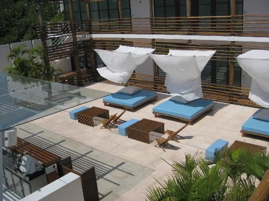 Deseo Hotel: deck by day