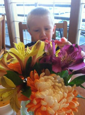 La Quinta Inn Caldwell: fresh flowers with breakfast