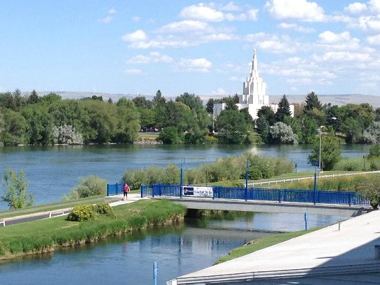 Shilo Inn Suites Hotel - Idaho Falls: view of river and the LDS temple - very pretty, great location