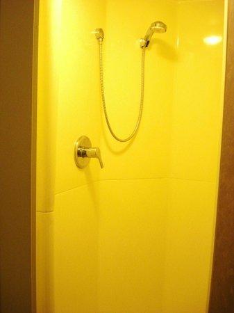 Ibis Budget Carcassonne La Cité: Cabina ducha.