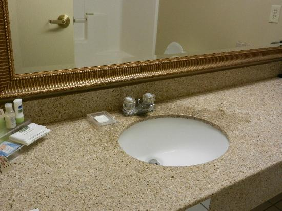 Country Inn & Suites By Carlson, Marion : small bathroom facet