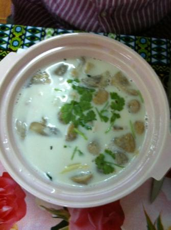 Kwong Shop Seafood: coconut soup with chicken