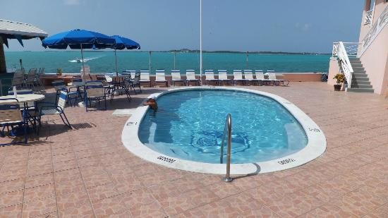Club Peace & Plenty Exuma Island: P&P Pool and lounge area