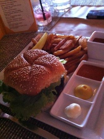 CUT Steakhouse : one of their burgers