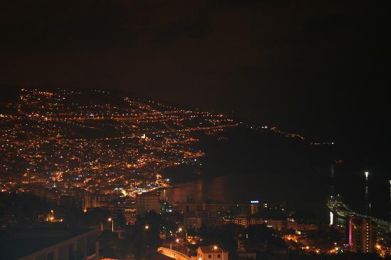 Madeira Panoramico Hotel : Blick von der Terasse bei Nacht
