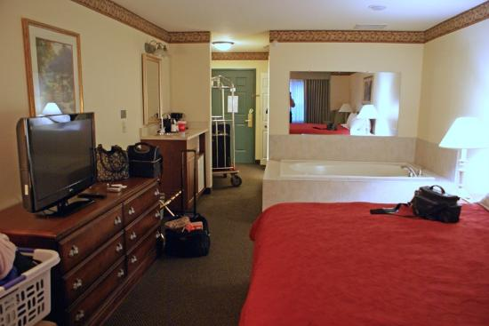 Country Inn & Suites by Radisson, Champaign North, IL: Our room