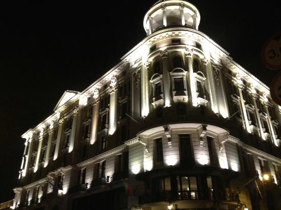 Hotel Bristol, a Luxury Collection Hotel, Warsaw: Outside hotel at night.