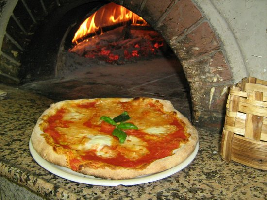 La Piazzetta: Margherita con bufala Campana DOP