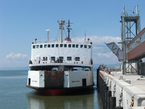 Riviere-du-Loup & Saint-Simeon Ferry: The ferry in Rivière du Loup harbour