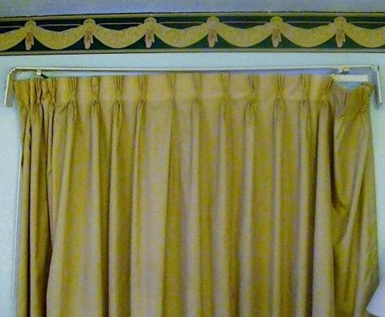 Travelodge San Antonio Lackland A F B: Curtain