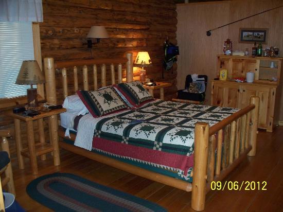 Silverwolf Log Chalet Resort: Interior Cabin View 4