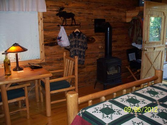Silverwolf Log Chalet Resort: Interior Cabin View 2