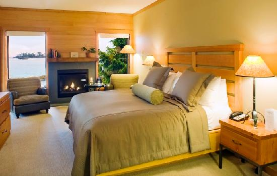 Wickaninnish Inn and The Pointe Restaurant: Pointe Deluxe Room