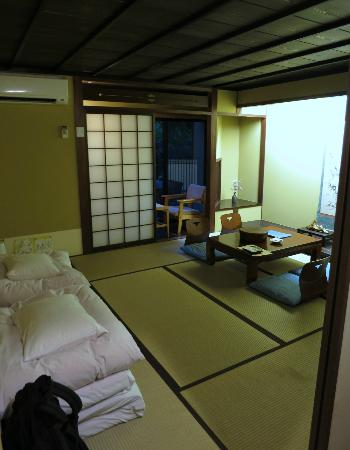 Matsubaya Inn: Our garden-view room (B-type room)