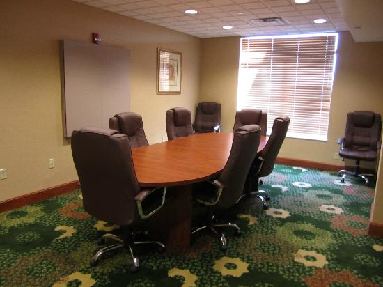 Wingate by Wyndham Latrobe : Small Meeting Room