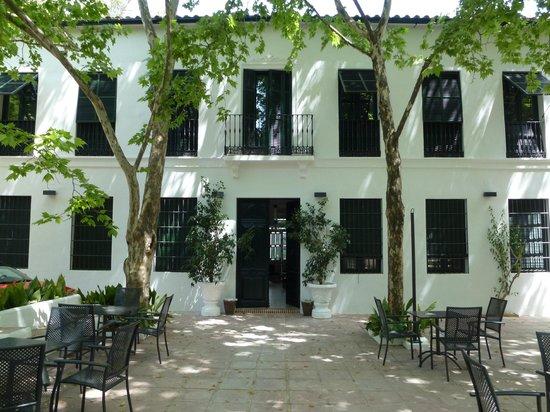 Fachada Hotel del Balneario de Tolox