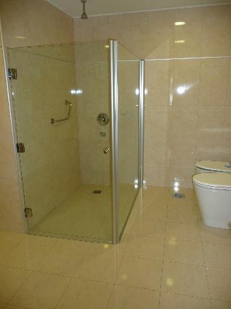Quorum Córdoba Hotel: Badezimmer/Dusche