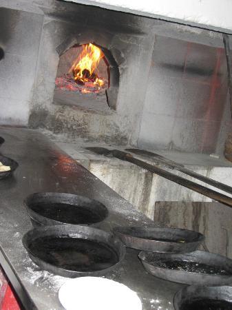 Pizzeria Vecchio Forno: I tegamini per la pizza e il vecchio forno
