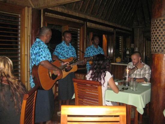 Toberua Island Resort: Serenades at dinner