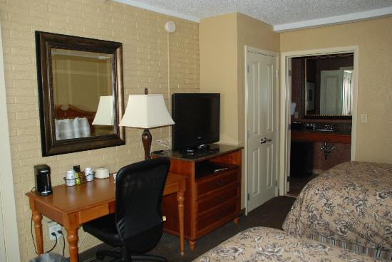 BEST WESTERN Savannah Historic District: Average room