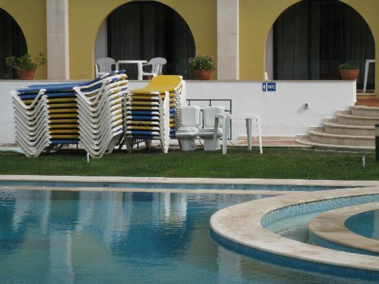 Hotel Dom Fernando: вид на бассейн