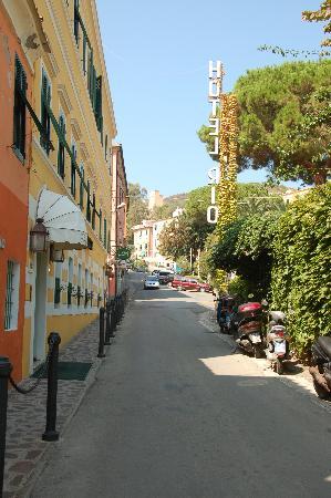 Hotel Rio sul Mare: hotel beside bar