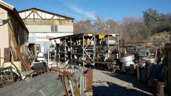 Larry's Antiques & Things : back of barn