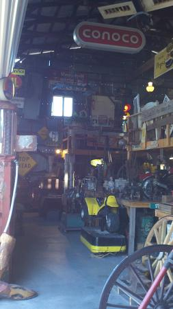 Larry's Antiques & Things : inside of barn