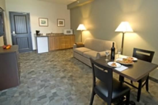 Midland Inn & Suites: Our suites