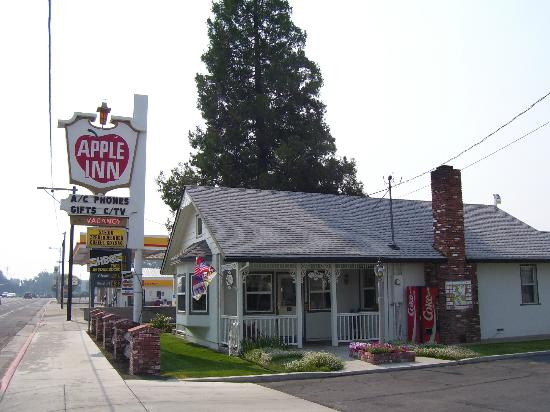 Apple Inn Motel: The Office welcomes you