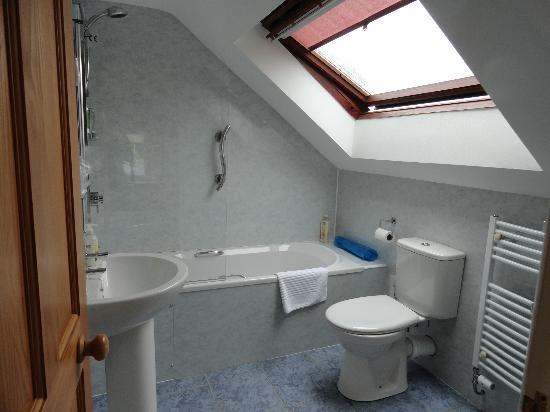 Kerr Cottage: Bathroom